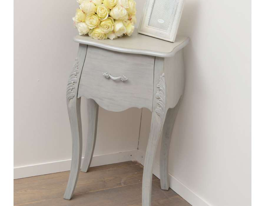 Table de chevet romantique for Table de chevet bebe