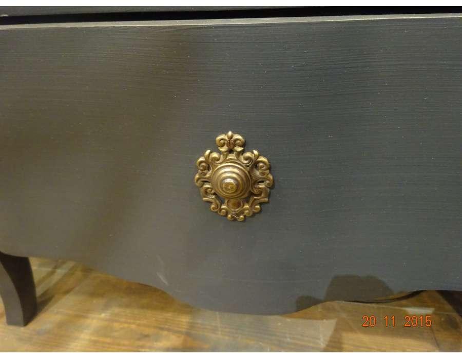 Table de nuit grise élégante 3 tiroirs