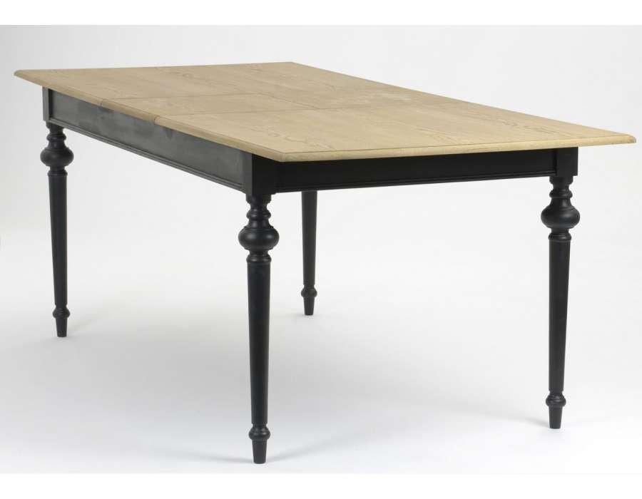 Table noire bois c rus e de style rustique for Table de salle a manger noir en bois