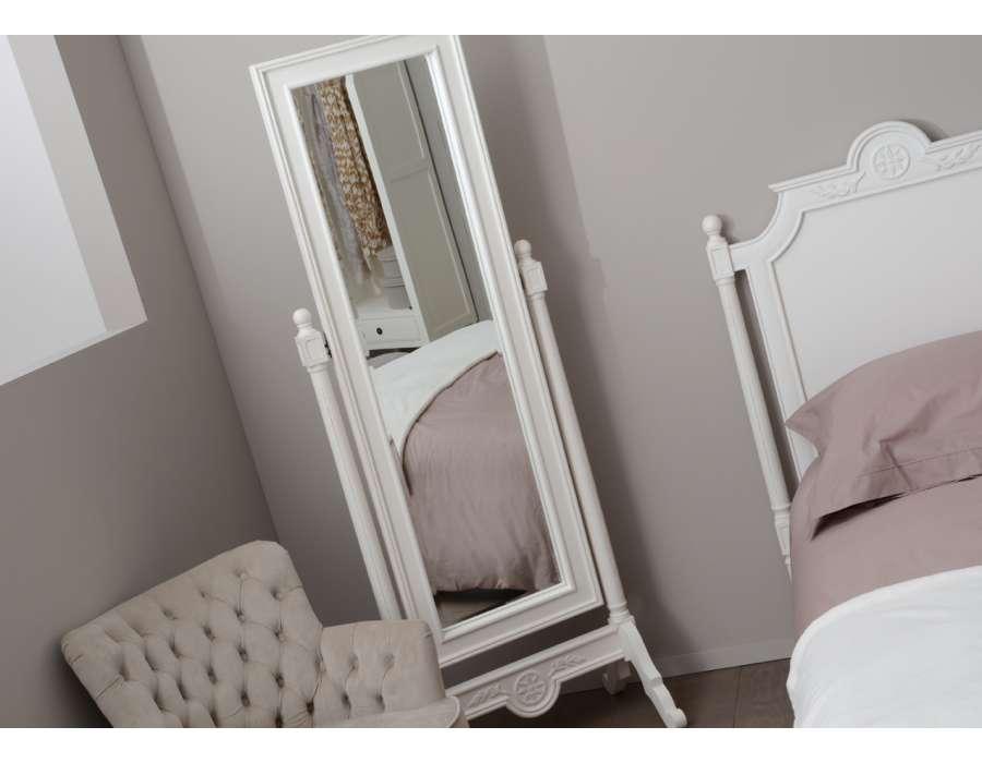 miroir sur pied romantique blanc de la marque amadeu. Black Bedroom Furniture Sets. Home Design Ideas