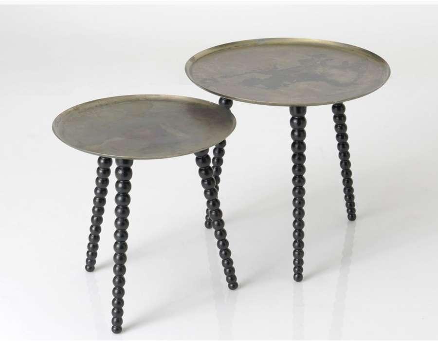Petites tables basse noires maronaines modernes for Petites tables rondes