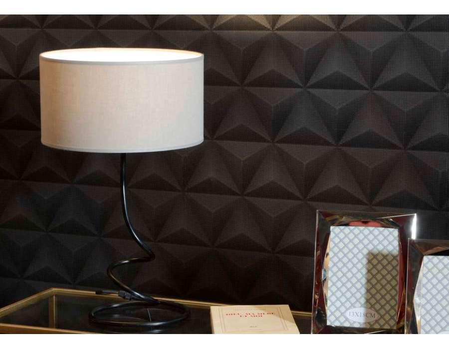 lampe salon noir m tal design amadeus abat jour taupe. Black Bedroom Furniture Sets. Home Design Ideas