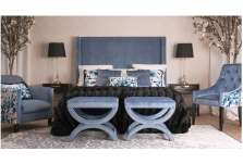 Fauteuil de table bleu satiné tapissé