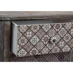 Petit chiffonnier foncé avec tiroirs décorés