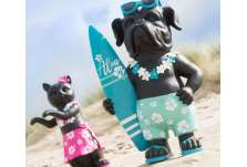 Statue de chien surfeur