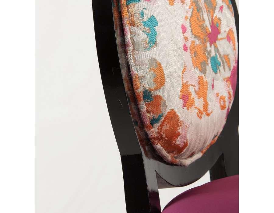 Chaise médaillon baroque noire tapissée