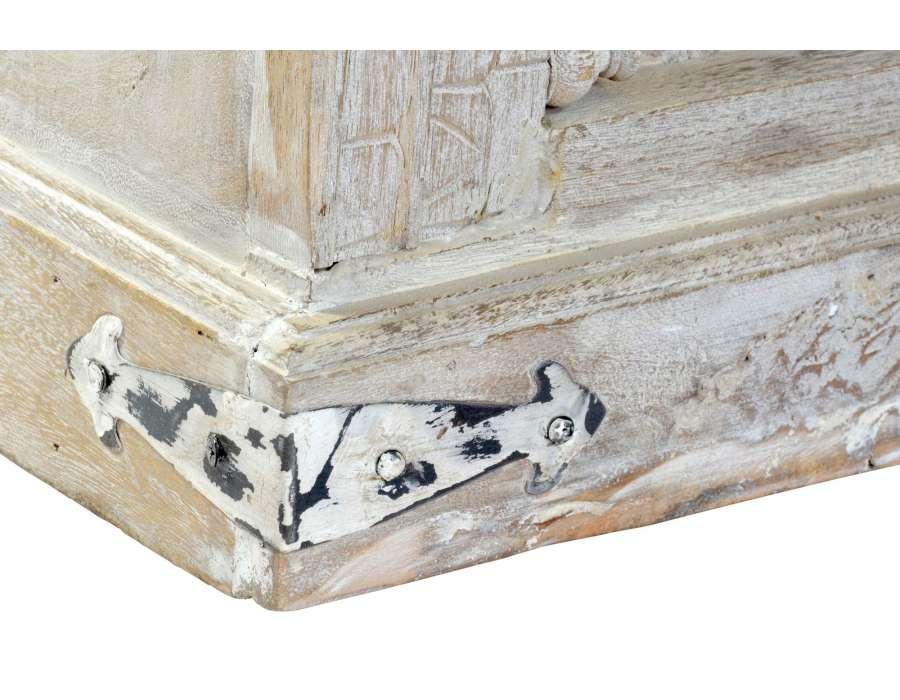 Armoire sculptée orientale ajourée
