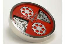 Horloge mécanisme fond rouge