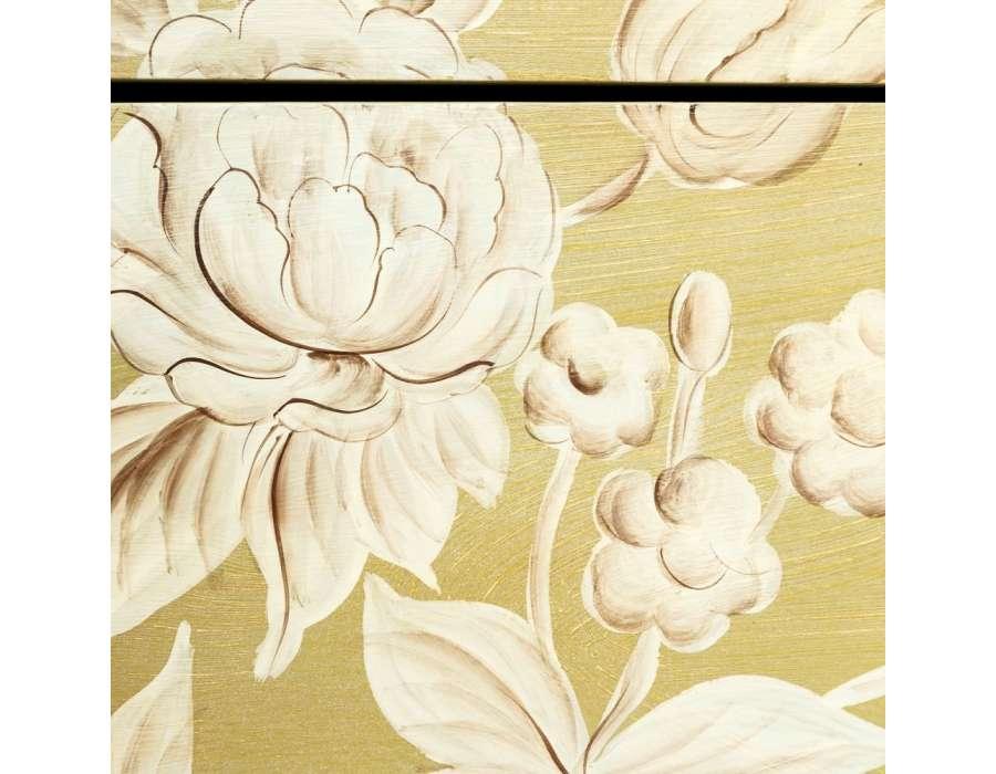 Commode jaune fleurie