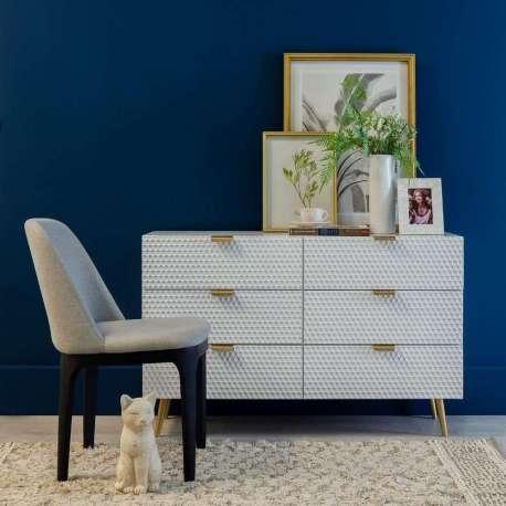 commode 6 tiroirs blanche avec poign es dor es. Black Bedroom Furniture Sets. Home Design Ideas