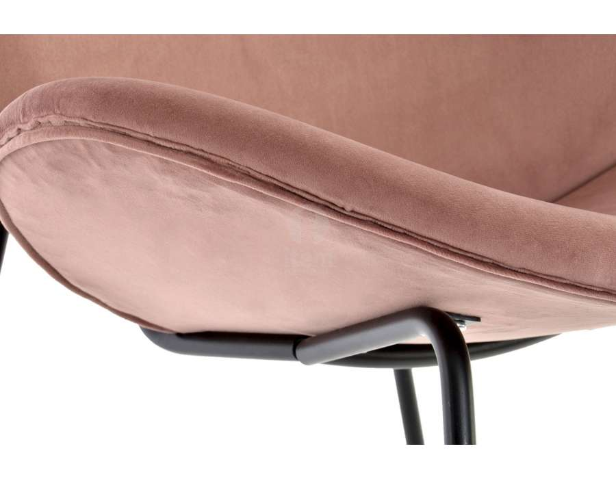 Chaise vintage rose incurvée