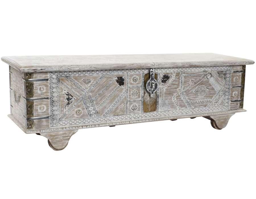 Coffre indien blanchi sculpté sur roues