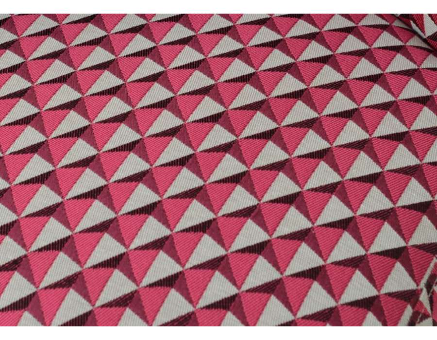 Fauteuil bas chauffeuse rose tapissée Vadim