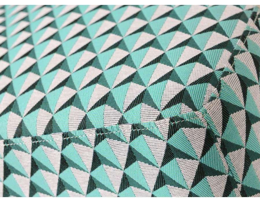 Fauteuil bas chauffeuse vert et noir tapissée Vadim