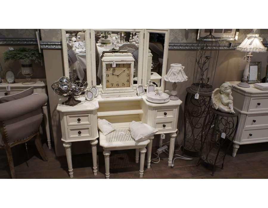Meuble blanc pour la chambre ou coiffeuse blanche ou for Transformer un meuble bureau